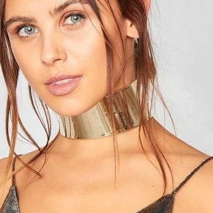 Jewelry - Gold statement chocker necklace